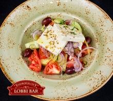Греческий со свежими овощами и сыром Фета